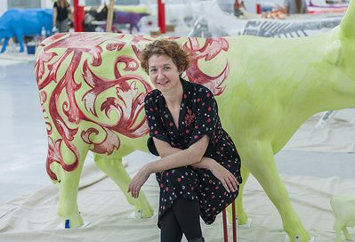Clare McFarlane, Ornamental Bovine and 42 Dung Beetles, 2016. CowParade PERTH. Photographer: Christophe Canato. Image courtesy of City of Perth, PPAF and Artsource