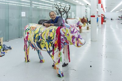 Ian de Souza, COW-MOO-FLAGE - call me FLORA, 2016. CowParade PERTH. Photographer: Christophe Canato. Image courtesy of City of Perth, PPAF and Artsource