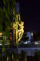 Lisa Roet, Golden Monkey, 2016, mixed media inflatable installation, Chengdu. Image courtesy of the artist.