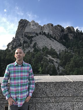 Andrew Nicholls with Mt. Rushmore. Image courtesy of the artist.
