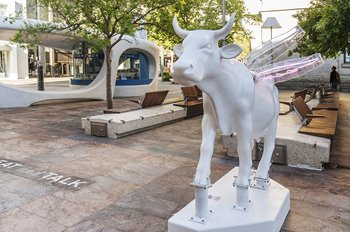 Benjamin Koontolas, Beauty X Ethics, 2016. CowParade PERTH. Photographer: Christophe Canato. Image courtesy of City of Perth, Perth Public Art Foundation and Artsource.
